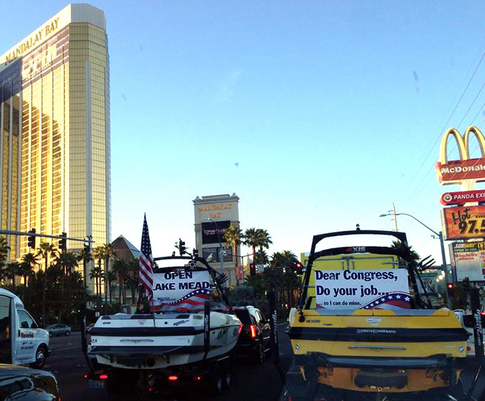 Boats Take to Vegas Strip to Protest Gov Shutdown