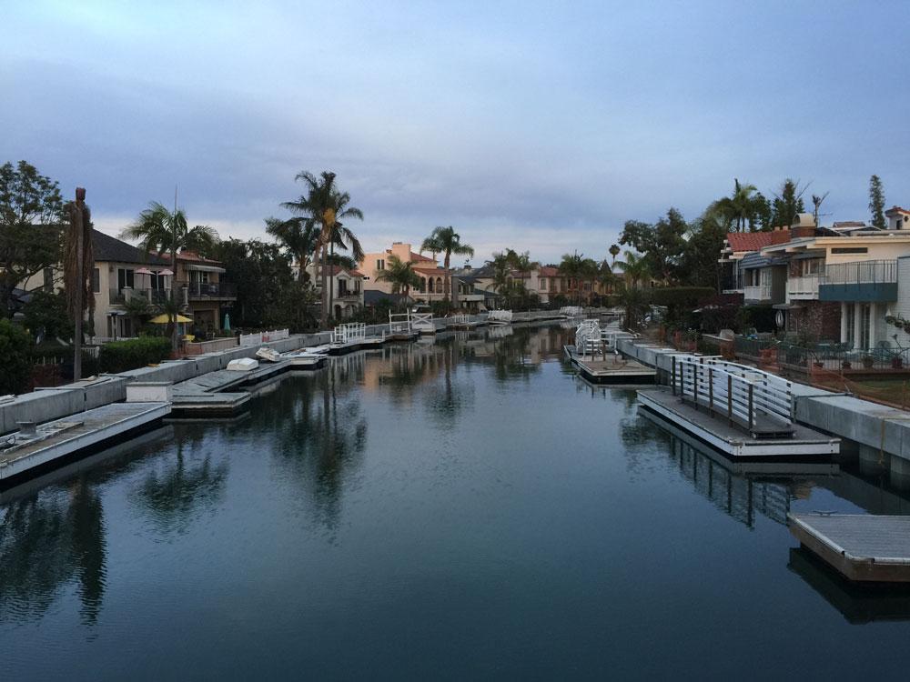 Long Beach approves public seawall mooring lease program