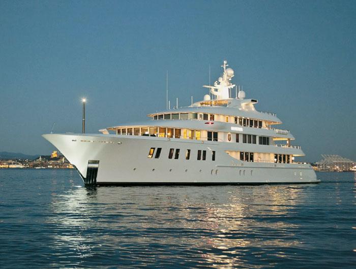 Superyacht Leaves Newport After 5-Week Visit