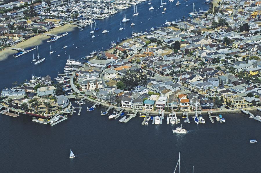 Newport Beach reduces dock rates