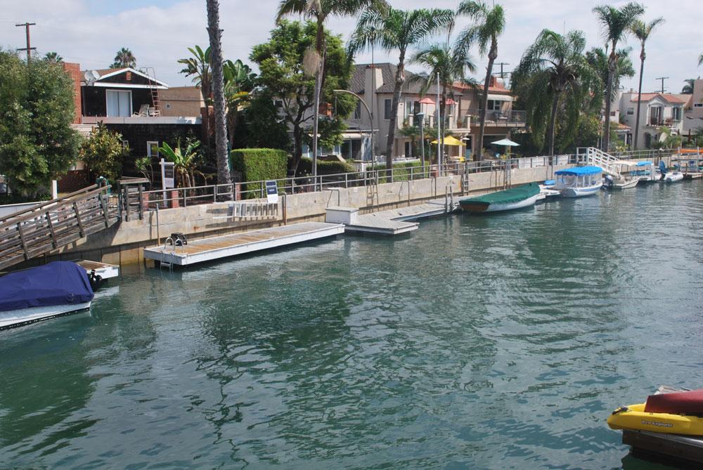 Work begins on Naples seawalls