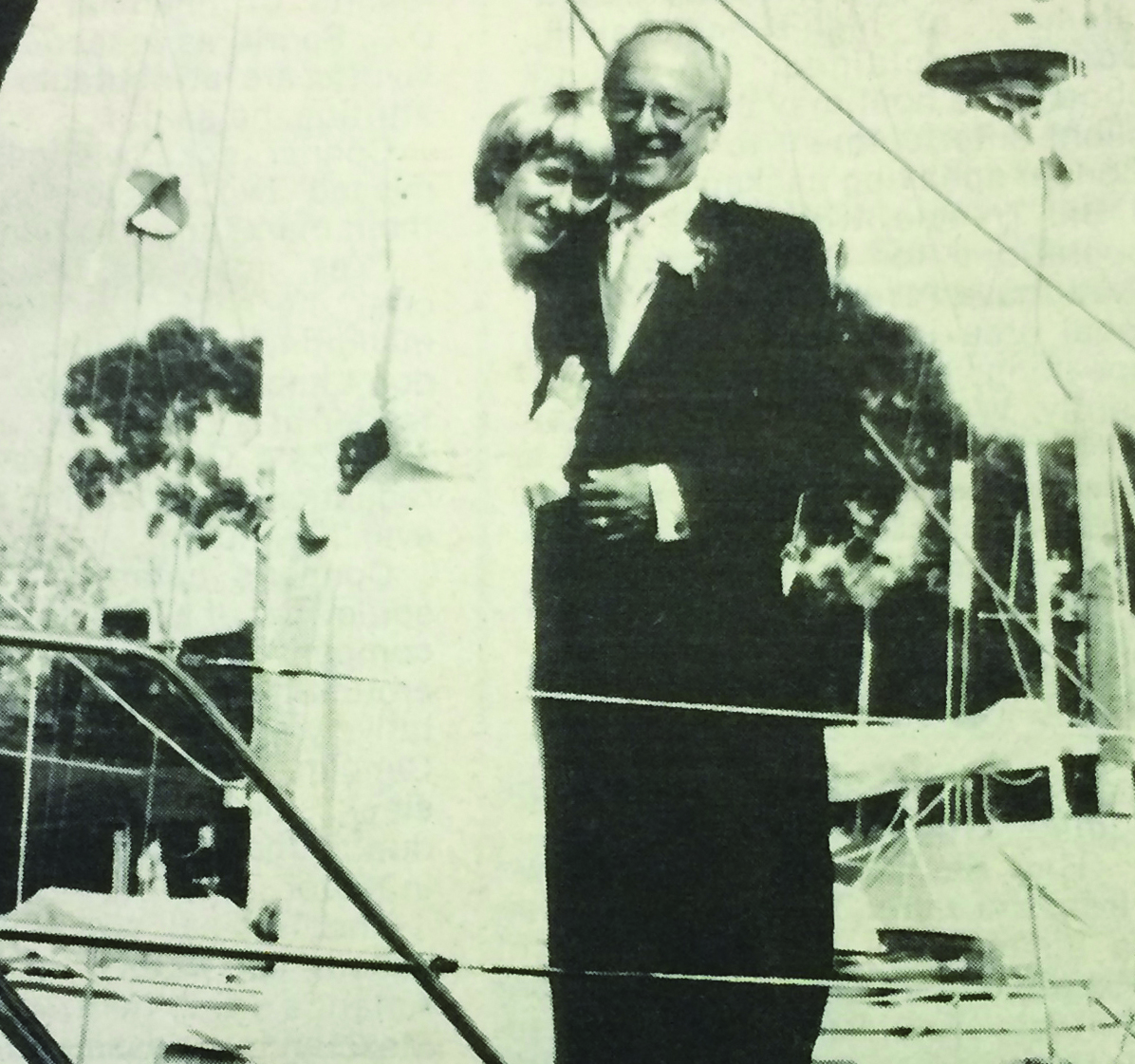 1990: Sailors set up nautical registry before wedding
