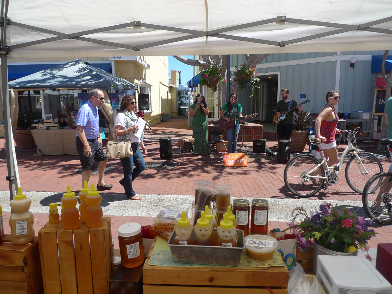 Newport Beach Farmers' Market welcomes boaters, residents