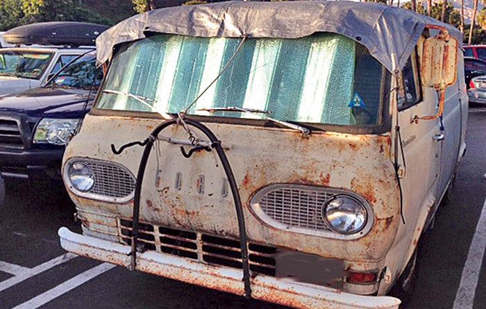 Santa Barbara Reviews Harbor Parking Policies