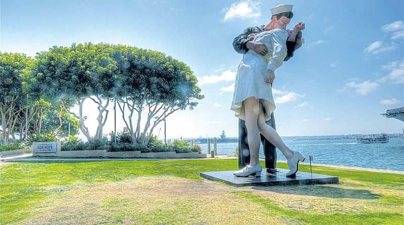 San Diego's Kissing Statue to Remain on Bay