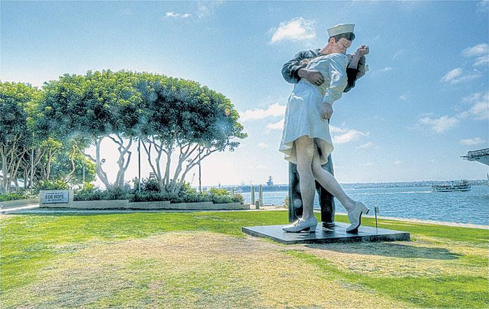 Work Begins on 'Kiss' Sculpture Site in San Diego