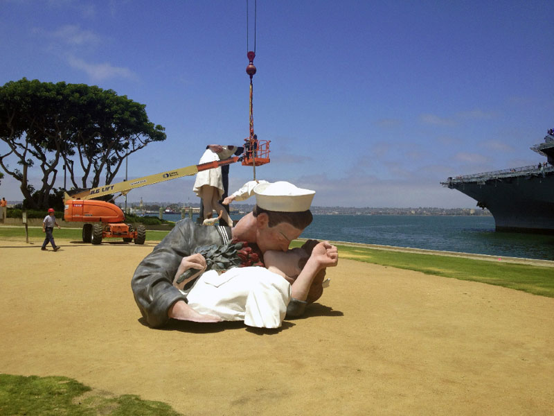SD Waterfront Kiss Statue Removed; to Be Replaced