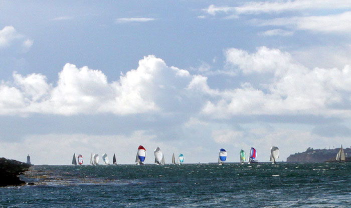 26 Boats Compete in Two Gates Pursuit Race