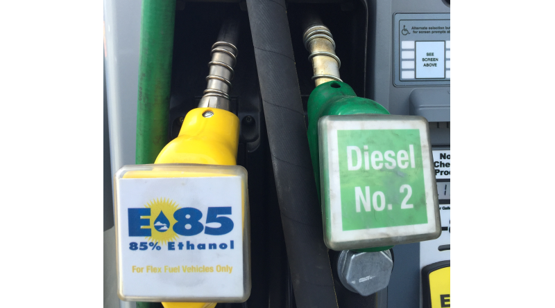 Several boater advocacy groups are in opposition with the Environmental Protection Agency's proposal to begin offering E15 (fuel with 15 percent ethanol) at more fueling stations in 2017.