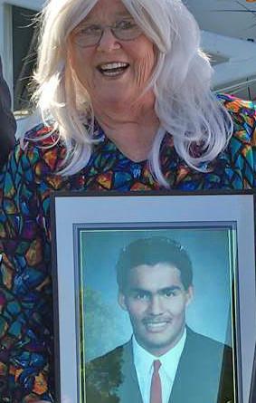 Marion Irving deCruz received the U.S. Coast Guard Public Service Commendation on Feb. 19, 2016. U.S. Coast Guard photo
