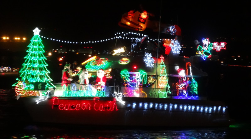 Tips On Decorating Your Boat For Holiday Parades The Log