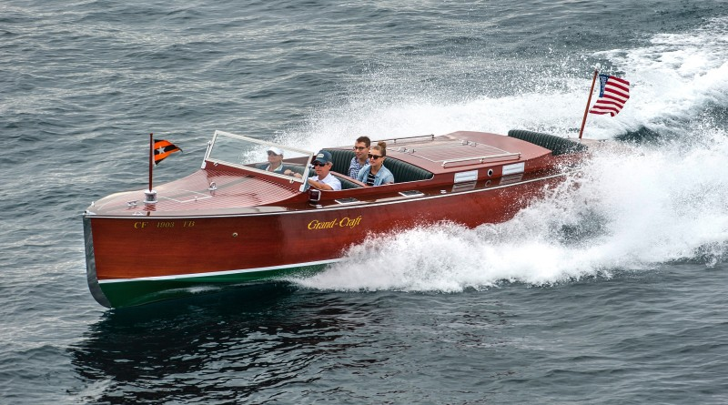 Firecracker, a Chris Craft Roundabout replica boat